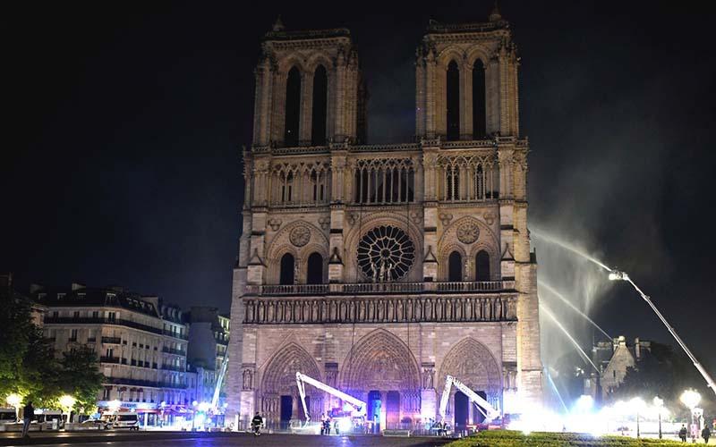ไฟไหม้วิหาร Notre Dame